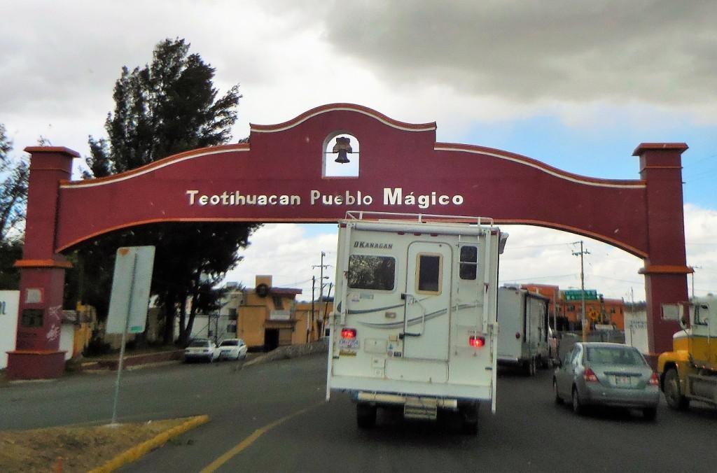 Teotihuacan – Manzanillo Sun